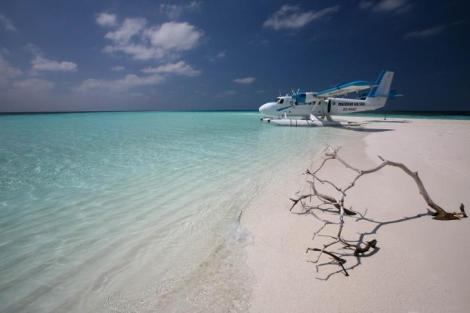 Maldivian-Air-Taxi-Island-Travel-Landscape-Photography